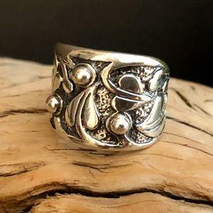 Silpada Holy Trinity Vine Ring